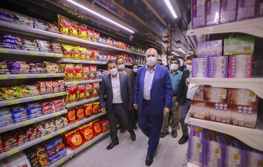 مجهزترین و جدیدترین بازار کوثر اصفهان در شهرک زاینده رود در اختیار شهروندان قرار گرفت