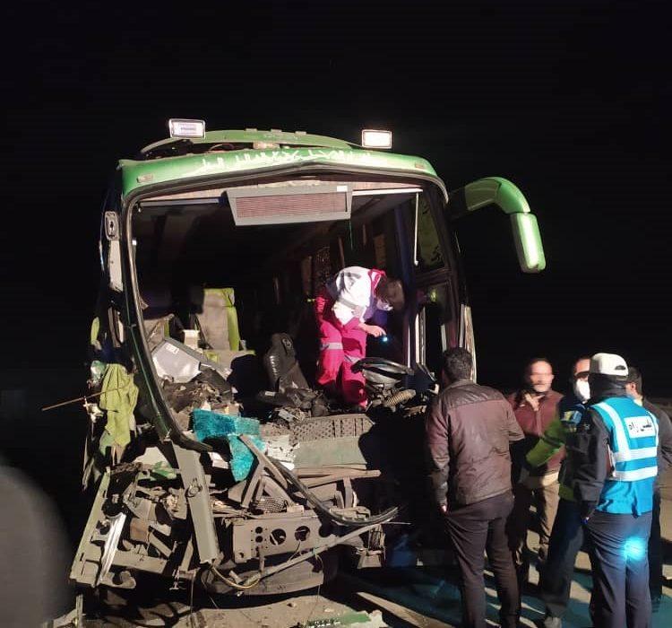 امدادرسانی هلالاحمر در حادثه تصادف اتوبوس و تریلر در محور کاشان – بادرود/ رهاسازی یک فوتی و انتقال ۱۳ مصدوم به مراکز درمانی