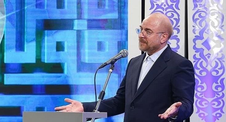 مشکلات موجود در کشور نباید ما را از بزرگی و عظمت انقلاب اسلامی دور کند